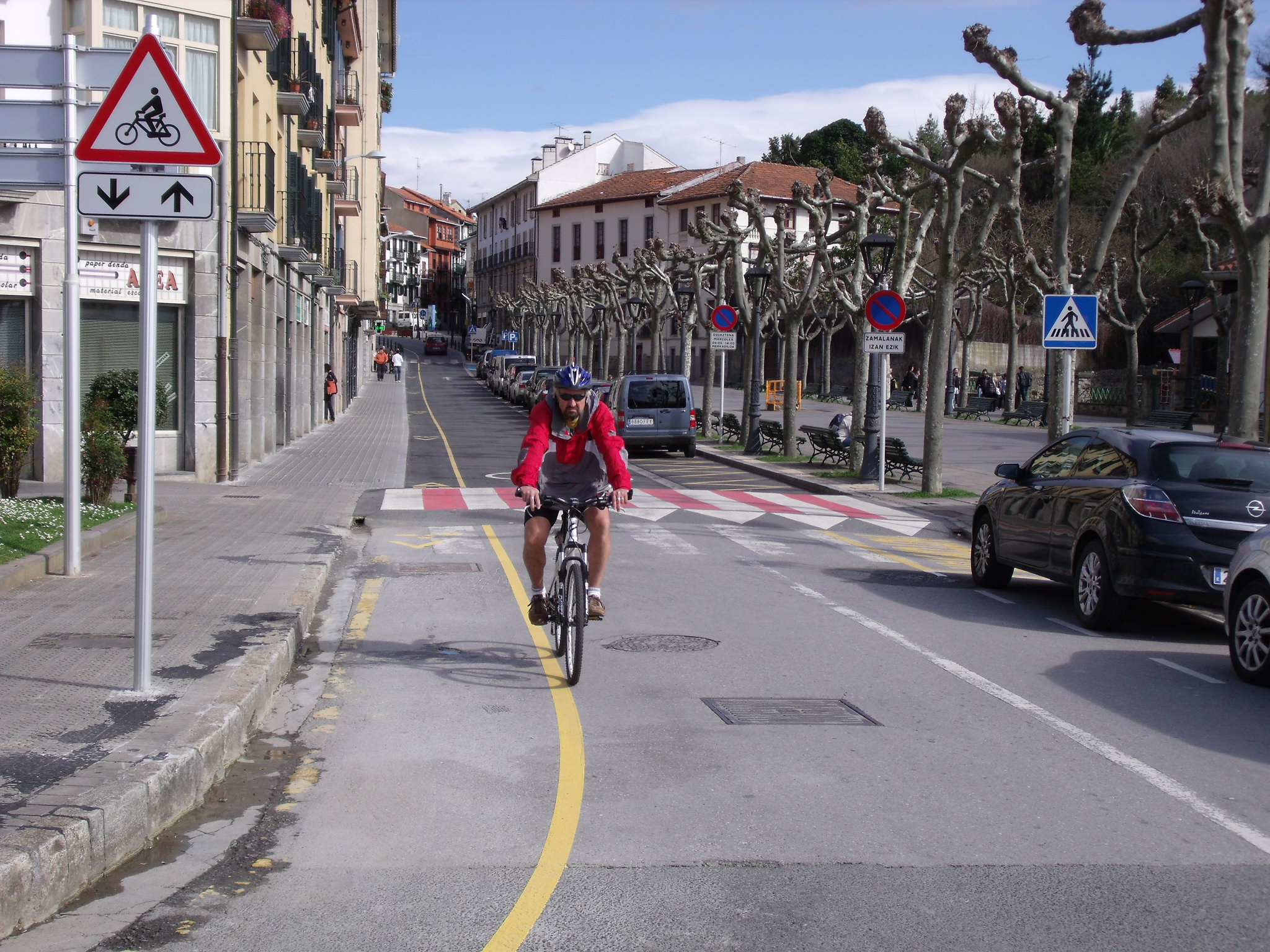 Darle protagonismo y soluciones a la bici. Vía ciclista en contracorriente en Lekeitio