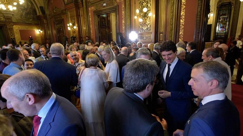 La sociedad vizcaína se congrega en la  recepción de San Ignacio en la Diputación Foral  de Bizkaia