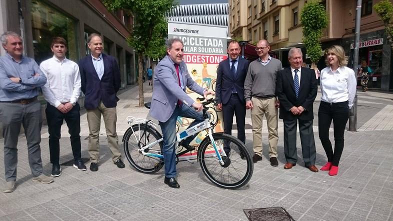 La Diputación colabora con la II Bicicletada Popular Solidaria Bridgestone para fomentar la movilidad sostenible