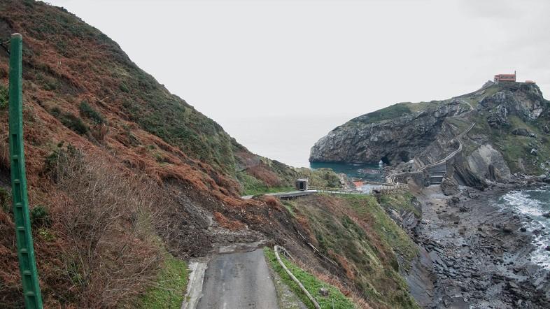 La Diputación cierra el acceso a San Juan de Gaztelugatxe tras un desprendimiento de grandes dimensiones