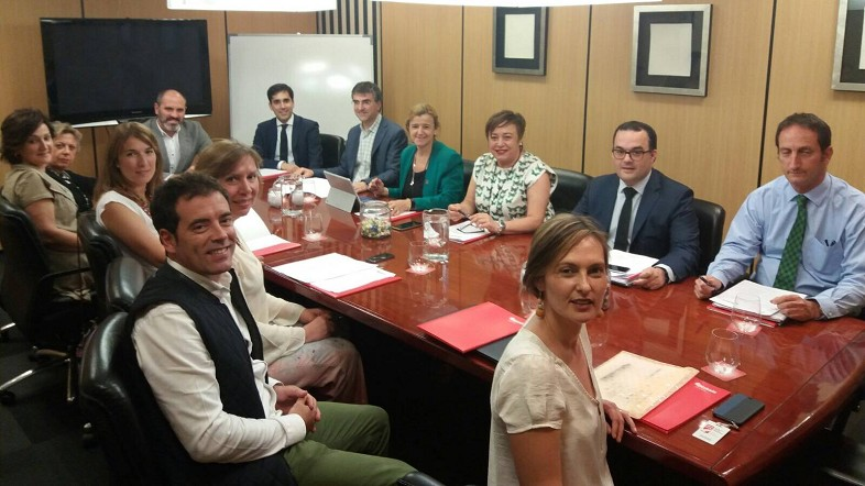 La Diputación y Eudel avanzan en el despliegue del mapa y la cartera de Servicios Sociales de Bizkaia