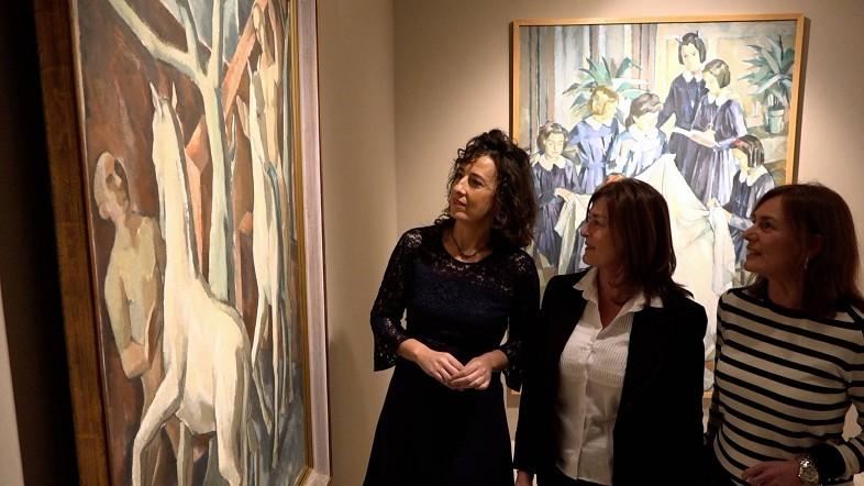 Lorea Bilbao junto a las hijas del artista Roberto Rodet en la inauguración.