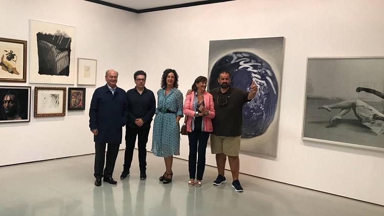 """La exposición de obras de colección privada """"Glutinum Mundi""""  acoge 105 obras de artistas relevantes en la Sala Rekalde"""