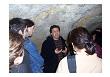 Juan Carlos López Quintana dando una charla en la cueva.