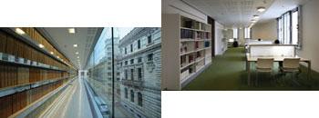 Korridore bat, liburuak apalategietan ezkerraldean eta kanpoko ikuspegia eskuinaldean. Irakurketa gela.