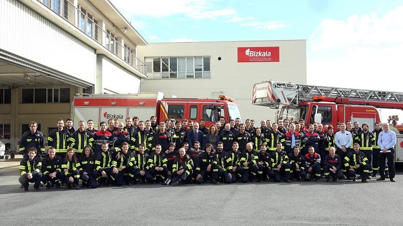 La diputada Ibone Bengoetxea da la bienvenida a los 66 nuevos bomberos conductores que se incorporan hoy al servicio