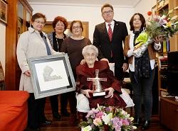 Praxedes Bedoya de la Fuente recibiendo el homenaje durante su centenario.