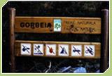 Panel informativo donde aparecen las prohibiciones existentes en el parque
